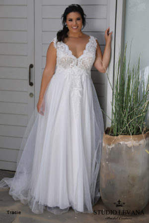 Plus size wedding gowns 2018_Tracie (4)