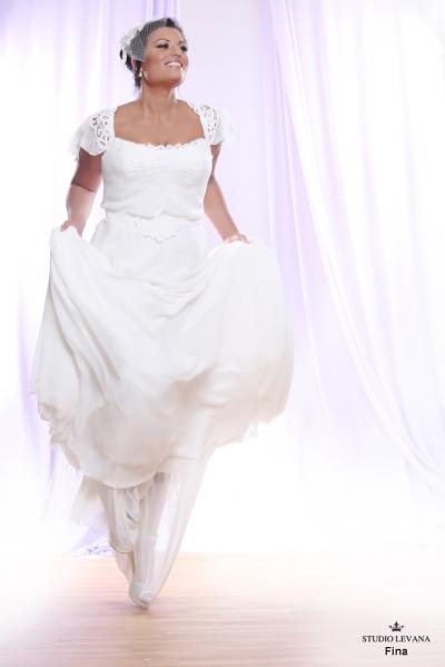 Plus size wedding gown White collection Fina (3)