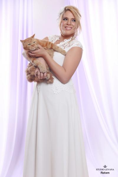 Plus size wedding gown White collection Rotem (1)