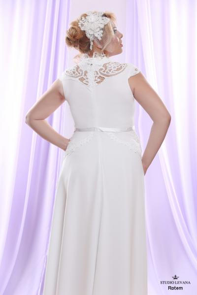 Plus size wedding gown White collection Rotem (3)